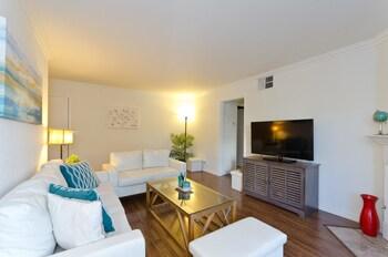 LA037 2 Bedroom Apartment By Senstay
