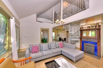 LA141 3 Bedroom Apartment By Senstay