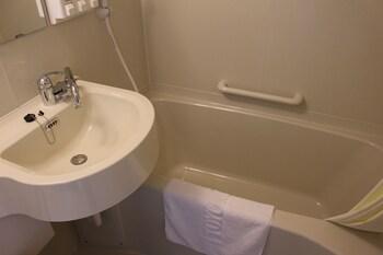 TOYOKO INN JR KOBE-EKI KITA-GUCHI Bathroom