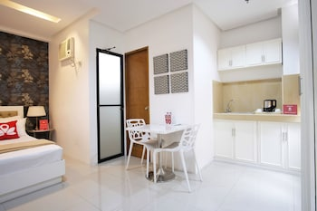 ZEN ROOMS PASAY AIRPORT ROAD Living Area