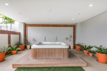 ZEN PREMIUM BANILAD Outdoor Spa Tub