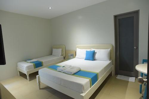 VYBE Hotel, Laoag City