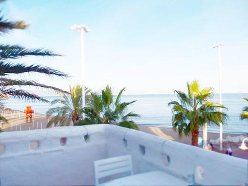 . Waterfront Puerto Apartment