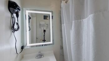 Standard Room, 2 Double Beds, Shared Bathroom