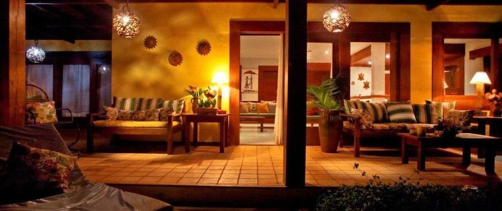 https://i.travelapi.com/hotels/18000000/17400000/17394800/17394748/0cefc11d_z.jpg