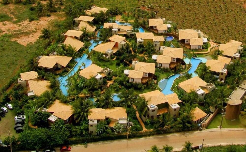 https://i.travelapi.com/hotels/18000000/17400000/17394800/17394748/0e56f59f_z.jpg