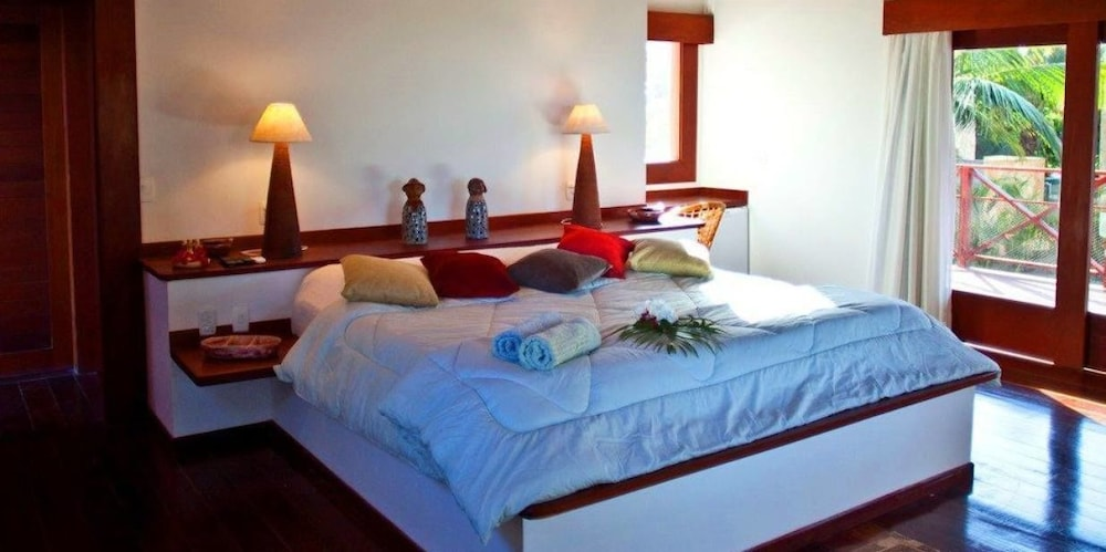 https://i.travelapi.com/hotels/18000000/17400000/17394800/17394748/1b99ac36_z.jpg