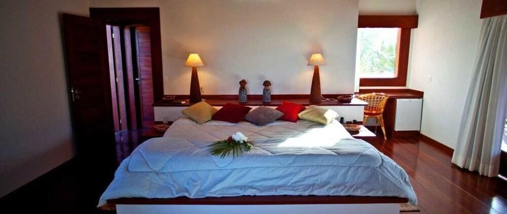 https://i.travelapi.com/hotels/18000000/17400000/17394800/17394748/7c54e8d7_z.jpg