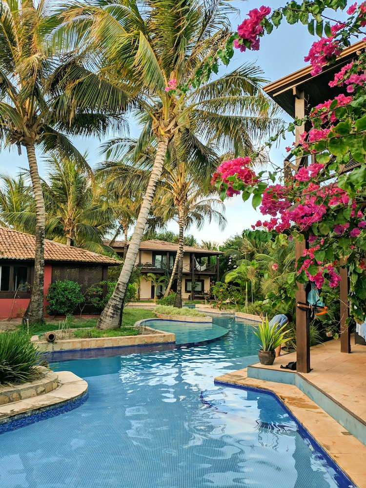 https://i.travelapi.com/hotels/18000000/17400000/17394800/17394748/8f8f3d13_z.jpg