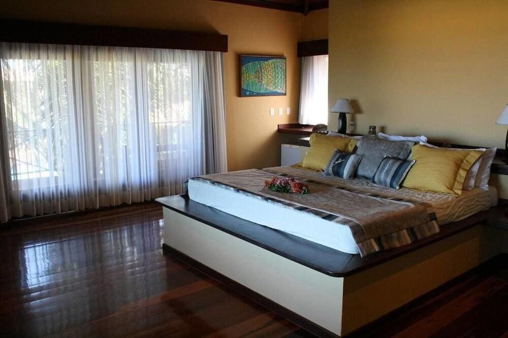 https://i.travelapi.com/hotels/18000000/17400000/17394800/17394748/c5457ffe_z.jpg