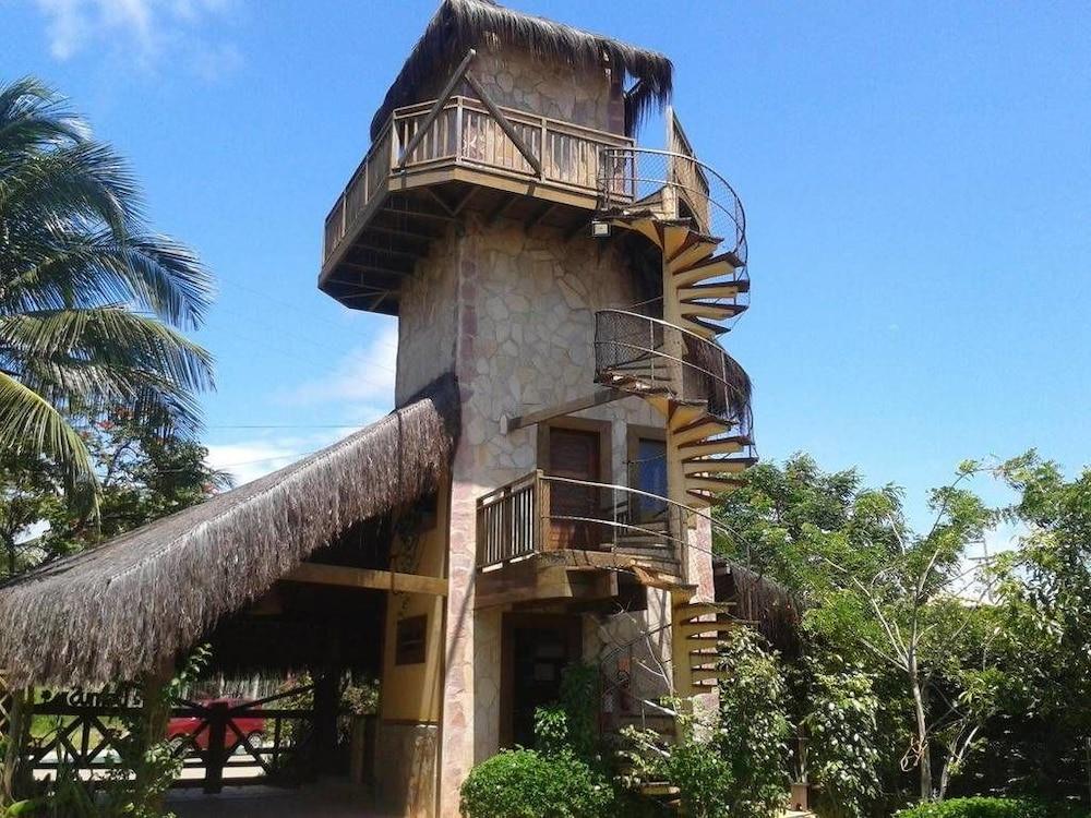 https://i.travelapi.com/hotels/18000000/17400000/17394800/17394748/ccd1761b_z.jpg