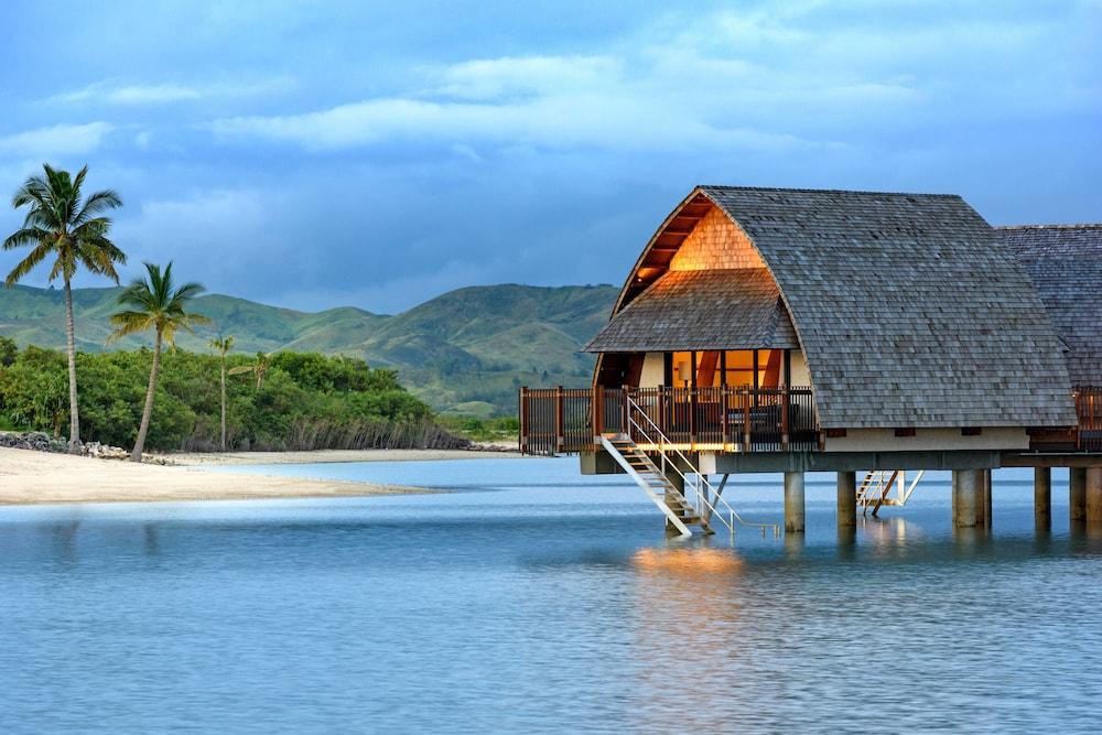 https://i.travelapi.com/hotels/18000000/17400000/17398500/17398490/74d305d3_z.jpg