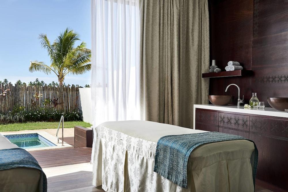 https://i.travelapi.com/hotels/18000000/17400000/17398500/17398490/a2f64a29_z.jpg