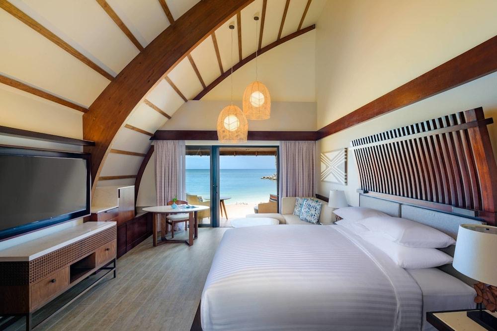 https://i.travelapi.com/hotels/18000000/17400000/17398500/17398490/bf9f5dbf_z.jpg