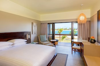 Deluxe Room, 1 King Bed, Balcony, Lagoon View