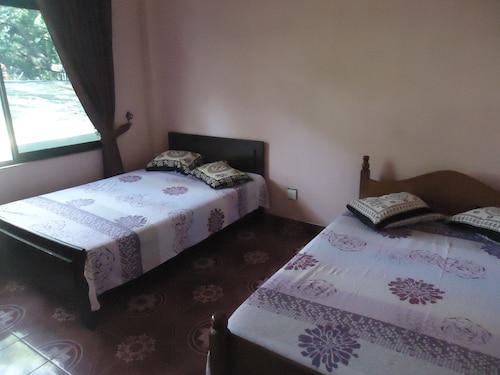 Flower Seven Hotel, Mihinthale