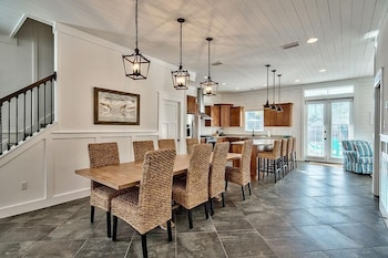 Destin 2 Stay 6 Bedroom Holiday Home by Five Star Properties
