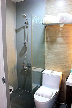 HOTEL ESTRELLA Bathroom Shower