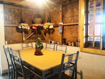 TRIBUHAUS BACKPACKERS INN Dining