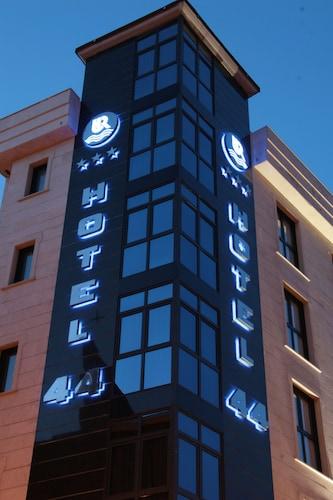 . Hotel 44