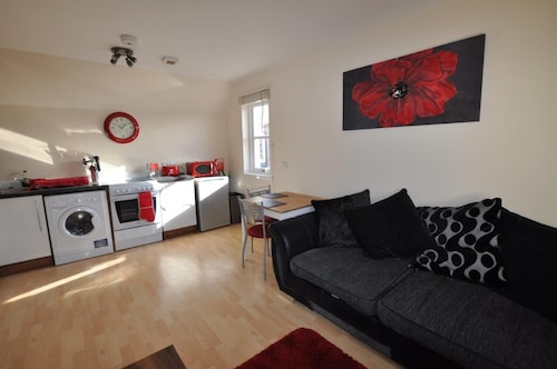 . 8 Varis Apartments