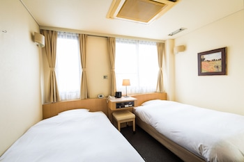 スタンダード ツインルーム 喫煙可|16㎡|ビジネスホテル サンガーデン松山