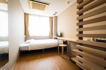エコノミー ダブルルーム 共用バスルーム|11㎡|ビジネスホテル サンガーデン松山