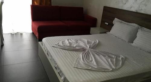 Kamomil Hotel, Durrësit