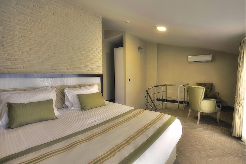 https://i.travelapi.com/hotels/18000000/17440000/17437100/17437062/af2d2494_z.jpg
