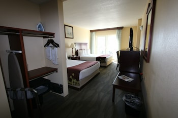 Guestroom at Gold Leaf Hotel of Dewey-Rehoboth Beach in Dewey Beach
