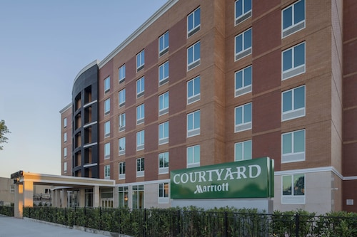 Courtyard by Marriott New York Queens/Fresh Meadows, Queens