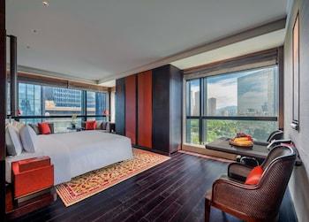 Club Room, 1 King Bed, Smoking (Regent)