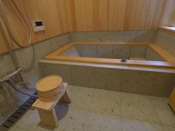 KURAYA KAMIGOJO-CHO Deep Soaking Bathtub