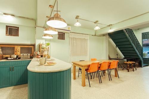 A Local Something Hostel, Muang Trang