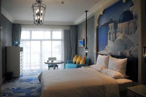 . Huaqing Aegean Inter Hot Spring Resort