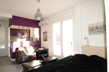 9434c81d6d12d Studio François 1er is an independent apartment located on rue François 1er  in Nice.