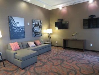 Lobby at Best Western Premier NYC Gateway Hotel in North Bergen