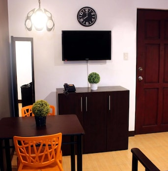 FREDERICK'S APARTELLE In-Room Dining