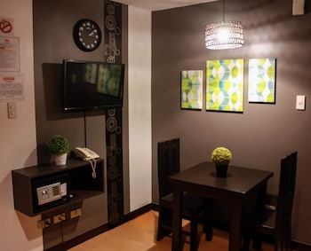 FREDERICK'S APARTELLE Living Room