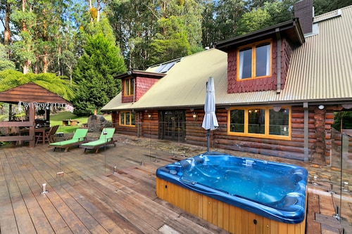 Eagles Nest Luxury Mountain Retreat, Murrindindi - East