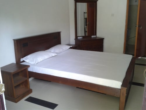 Blue Ocean Hotel, Trincomalee Town and Gravets