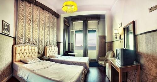 Philip House Hotel, Al-'Atarin