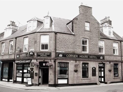 . Corner House Hotel