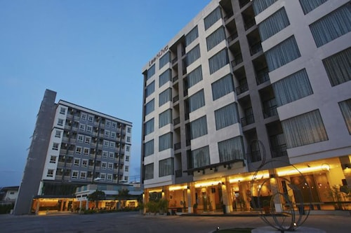 Leenova Hotel, Prawet