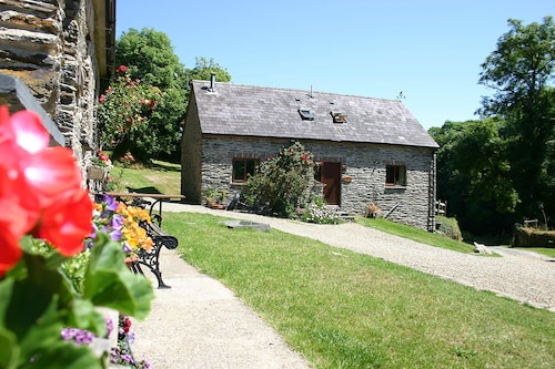 . Troedyrhiw Holiday Cottages