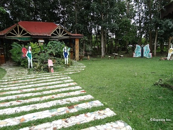 TENT AND BREAKFAST AT IRAWAN PARK Property Grounds