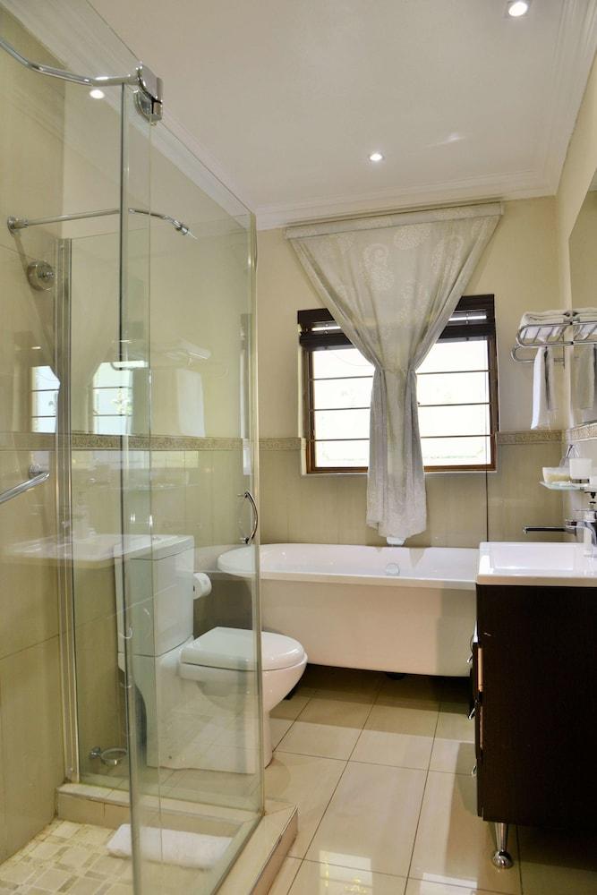 https://i.travelapi.com/hotels/18000000/17680000/17675400/17675390/56358090_z.jpg