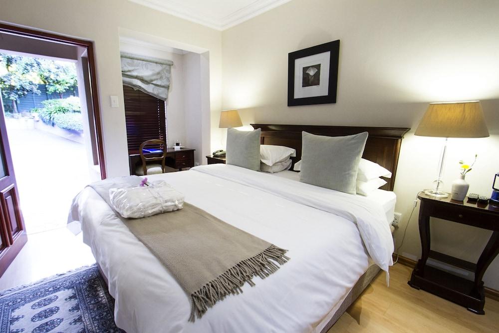 https://i.travelapi.com/hotels/18000000/17680000/17675400/17675390/7d89a1fd_z.jpg