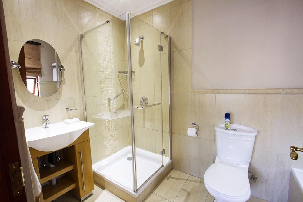 https://i.travelapi.com/hotels/18000000/17680000/17675400/17675390/ab985d97_z.jpg