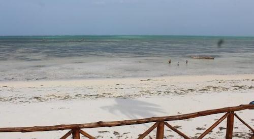 Nyamkwi White Sands, Kusini